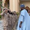 رئيس الجمعية العامة تيجاني محمد باندي يلتقي بطلاب مشاركين في برنامج لتدريب حفظة السلام في أكاديمية خولة بنت الأزور العسكرية للنساء في أبو ظبي