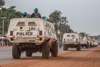 من الأرشيف: وحدات الشرطة المشكلة التابعة لبعثة الأمم المتحدة المتكاملة المتعددة الأبعاد لتحقيق الاستقرار في جمهورية أفريقيا الوسطى تنتشر في العاصمة بانغي والمناطق المحيطة بها في أعقاب هجمات الجماعات المسلحة، 18 ديسمبر 2020.