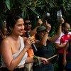 """Diana Alexandra Leal, durante el """"cacerolazo bailable"""" en Chile."""