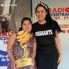 """Tania Zúñiga, campeona internacional de la salsa, junto a Diana Alexandra Leal, periodista y conductora del programa radial """"Salsa al Parque"""" en Chile."""