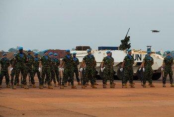 Des Casques bleus portugais sur une base de la MINUSCA à Bangui en République centrafricaine.