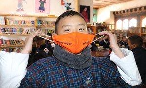 В ВОЗ по-прежнему рекомендуют носить маски для предотвращения распространения COVID-19