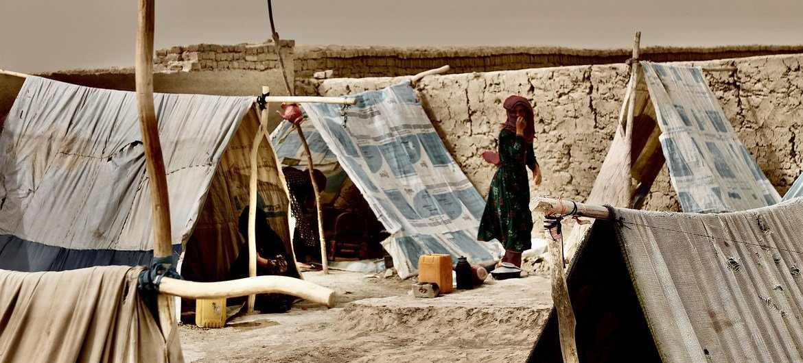 Worsening conflict in northern Afghanistan has forced thousands of people to flee their homes and live in temporary camps.