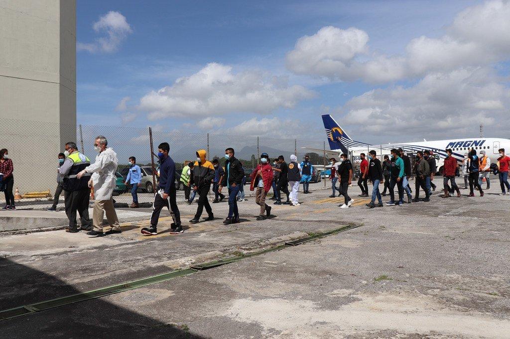 Centro de acogida para la población retornada, situado cerca del aeropuerto de la fuerza aérea guatemalteca, en Ciudad de Guatemala.
