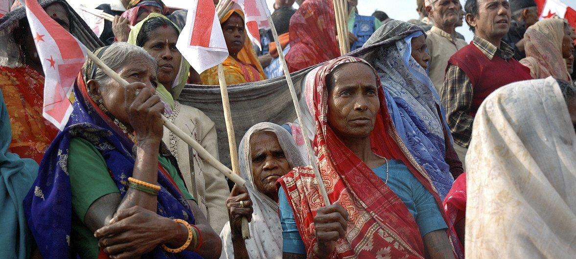 Des membres de la communauté Madheshi de Biratnagar au Népal participent à un rassemblement politique pour réclamer des régions fédérales autonomes et une plus grande représentation au Parlement. (2008)