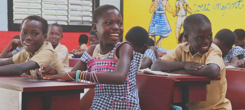 Des enfants dans une salle de classe à Sakassou, en Côte d'Ivoire.