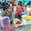 Экономические и социальные потрясения, вызванные пандемией, оказали разрушительное влияние на положение дел в большинстве стран мира. На фото: рынок в Филиппинах.