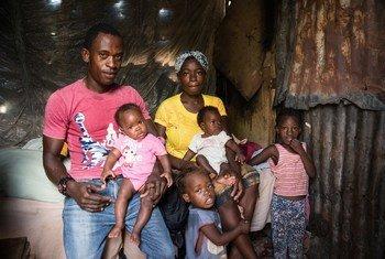 Gergens Dominique na mkewe Gedinise Edmond baada ya kumsajili mtoto wao na kupatiwa cheti cha kuzaliwa katika kituo cha usajili vizazi cha  Anse d'Hainault, nchini Haiti.