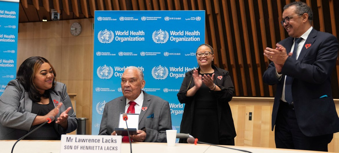 Dr. Tedros Adhanom Ghebreyesus welcomes the family of Henrietta Lacks for a special dialogue at WHO headquarters in Geneva.
