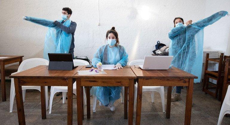 En Uruguay, se han establecido centros especiales de vacunación para combatir el COVID-19.