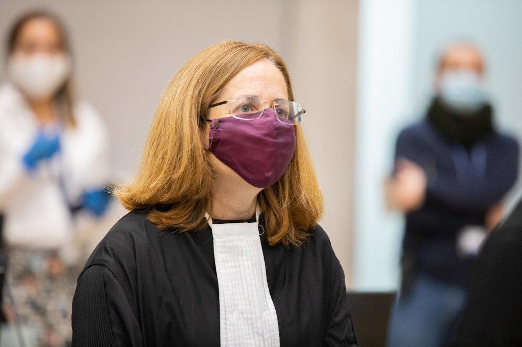 国际刑事法院在今年新冠疫情期间仍然继续运转。图为上诉分庭法官霍夫曼斯基(Piotr Hofmański)宣布苏丹达尔富尔案被告阿卜杜拉赫曼将继续受到监禁。