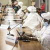 Des femmes dirigeantes maliennes portant un masque lors de leur rencontre avec la Vice-Secrétaire générale de l'ONU Amina Mohammed