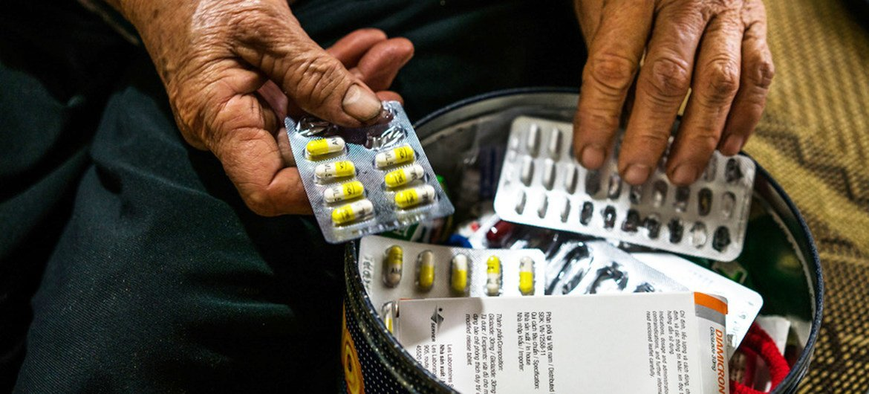 © OMS / Quinn Mattingly Hoa vive en Vietnam, tiene 68 años y tiene diabetes. Estos son los medicamentos que toma diariamente.
