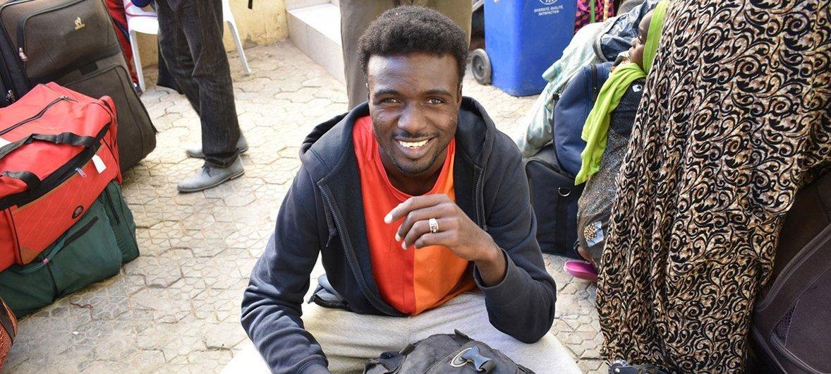 सूडान और मध्य अफ़्रीकी गणराज्य के 183 शरणार्थी फ़्रांस में नए जीवन के लिए तैयार हो रहे हैं.