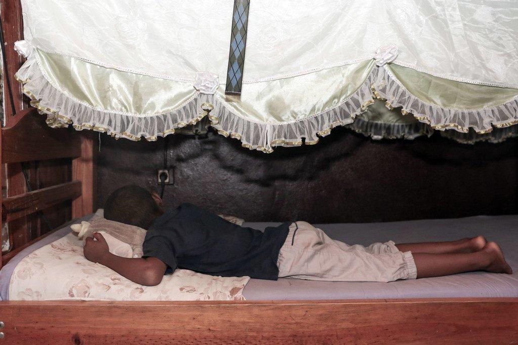 Mahery mvulana wa miaka nane alinyanyaswa mara kwa mara na mama yake huko Mahajanga, Madagaska.