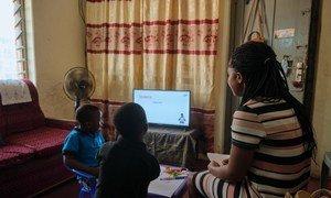 Во время пандемии многим матерям пришлось бросить работу или перейти на неполную занятость.