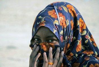 Una mujer somalí llega a Yemen.