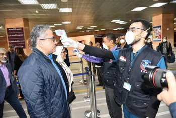 У авиапассажиров, прибывающих в аэропорт в Египте, проверяют симптомы коронавируса