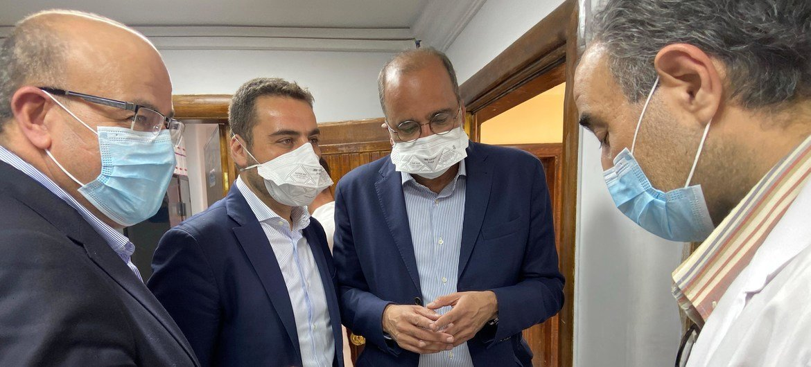 Mr. Imran Riza UN Resident Coordinator in Syria visiting a national lab for COVID19 testing, in Damascus.