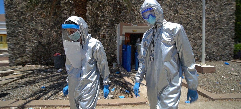 UNICEF entregó equipos de protección personal para los médicos de un centro de cuarentena en la ciudad de Adén, en Yemen.