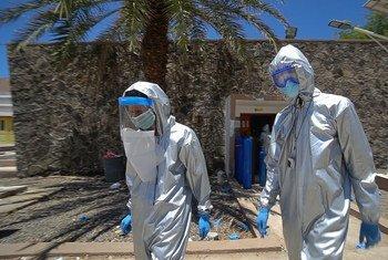 也门亚丁检疫中心的医生从联合国儿童基金会获得了个人防护设备。