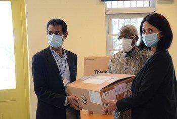 O diretor do INS, Ilesh Jani, com o representante da OMS, Joaquim Saweka e a chefe da Cooperação da Embaixada da Suiça, Laila Sheik Ruttmman