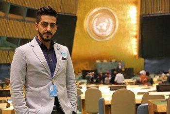 الإعلامي والمناصر الفلسطيني، علي غيث، في الجمعية العامة، خلال مشاركته في برنامج تدريب الصحفيين الفلسطينيين في 2017.