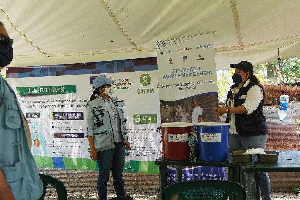 Rebeca Arias (a la izquierda), coordinadora residente en Guatemala