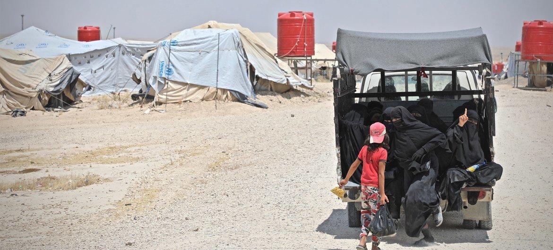 مخيم الهول في شمال شرق سوريا يضم أكثر من 70،000 شخص وأكثر من 90% منهم نساء وأطفال. ويشكل العراقيون والسوريون أكثر من 80% من عدد سكان المخيم (حزيران/يونيو 2019).