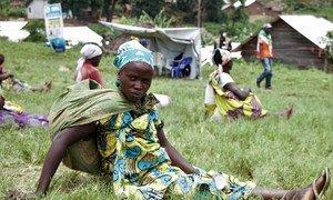 Ugawaji wa chakula na WFP kwa Watu waliohamishwa makao huko Kikuku, Kivu Kaskazini,  nchini Jamhuri ya Kidemokrasia ya Congo.