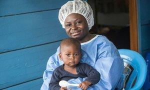 संयुक्त राष्ट्र बाल कोष (यूनीसेफ़) ने बुतेम्बो में एक केंद्र स्थापित किया है जहां इबोला से संक्रमित मरीज़ों के बच्चों की देखभाल की जाती है.