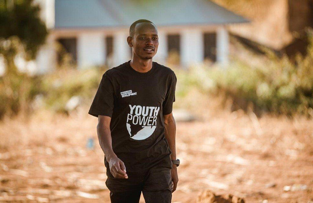Simon Philipo Sirilo, mnufaika wa miradi ya Restless Development nchini Tanzania.