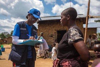 世卫组织的一名流行病学家正在刚果民主共和国协助抗击埃博拉疫情。