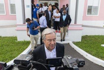 Katibu Mkuu wa Umoja wa Mataifa Antonio Guterres akizungumza na waandishi wa habari Nassau Bahama