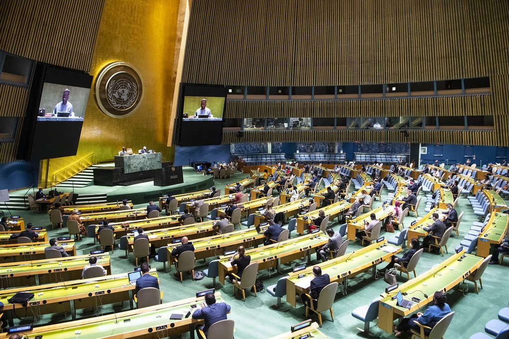 联合国大会第75届会议9月15日开幕。在大会堂中,代表们为了与保持身体距离而稀疏地落座。