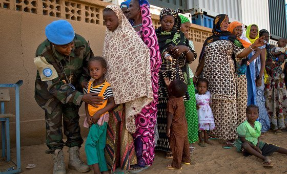UN medics give free medical consultations to families in Niger.