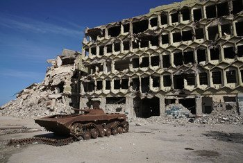 من الأرشيف: في بنغازي، ليبيا، الدمار الواسع هو تذكير بسنوات من الصراع.