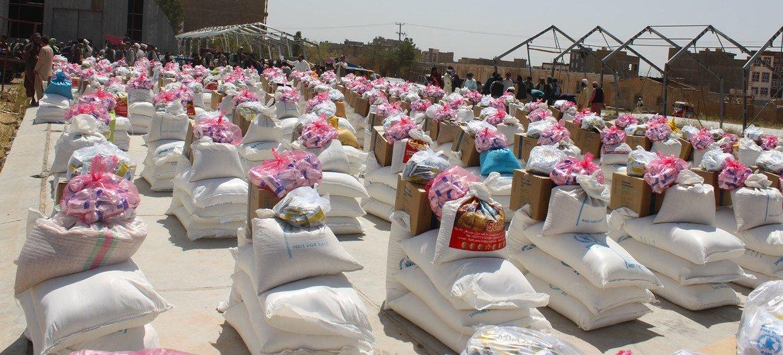Mantimentos prontos para ser distribuídos no Afeganistão.