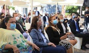 جانب من الحضور خلال إطلاق مبادرة نداء بيروت لدعم الأشخاص ذوي الإعاقة المتضررين من انفجار مرفأ بيروت. (الأمينة التنفيذية للإسكوا، رولا دشتي، الثانية من اليسار).