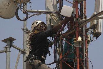 मध्य अफ्रीकी गणराज्य में संयुक्त राष्ट्र मिशन में एक नैटवर्क इन्जीनियर के तौर पर काम करतीं फ़ातिमा ख़ामिस.