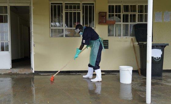 Para especialistas, luta contra pandemia não pode ser usada como desculpa
