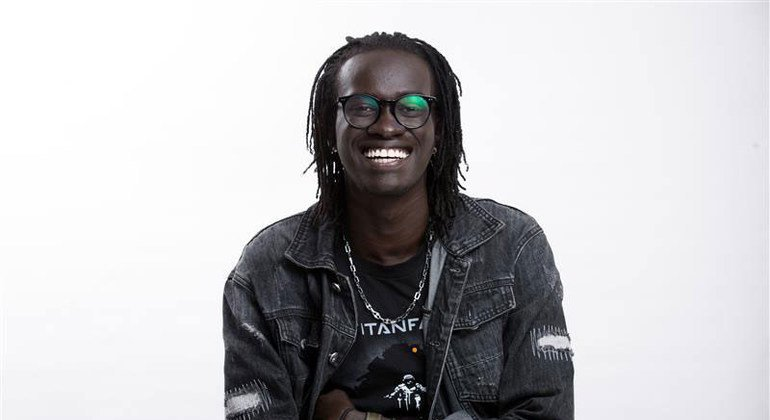 Ak Dans is a South Sudanese stand-up comedian who was born and raised in Kakuma refugee camp.