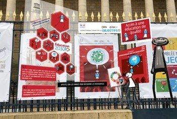 Elyx, ambassadeur virtuel des Nations Unies, invite les députés et le public à découvrir les ODD en réalité augmentée