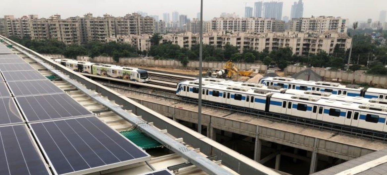 भारत की एक अग्रणी सौर ऊर्जा परियोजना रीवा सौर पार्क है, जिसकी मदद से नई दिल्ली की मेट्रो रेल प्रणाली को ऊर्जा प्रदान की जा रही है.