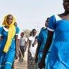 चाड की बोल नामक बस्ती में एक स्कूल से बाहर निकलती किशोरियाँ