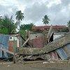 Gabinete do governador, dois hotéis, um shopping, um centro de saúde comunitário e mais de 300 casas sofreram danos