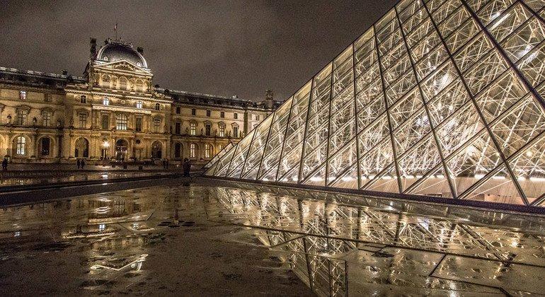 Из-за пандемии были закрыты многие музеи, включая парижский Лувр