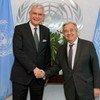 L'ambassadeur de la Turquie, Volkan Bozkir (à gauche), futur président de la 75ème session de l'Assemblée générale des Nations Unies, rencontre le Secrétaire général, António Guterres, en janvier 2020.