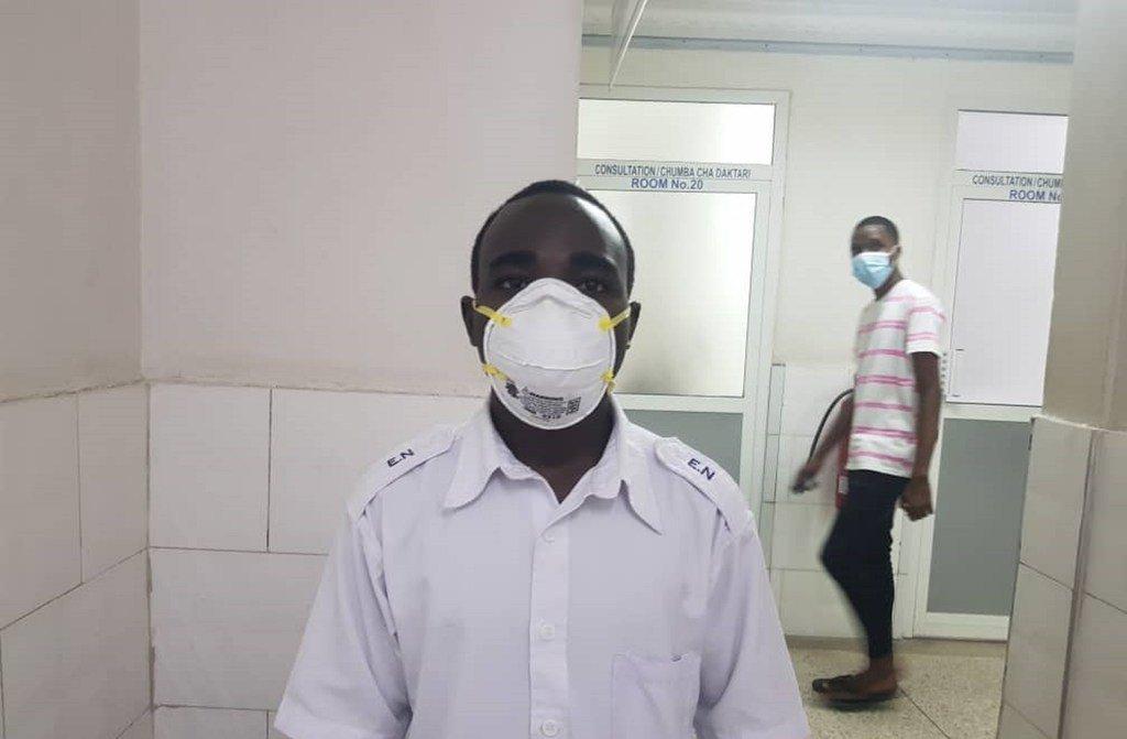 Adrian Uhesi, Muuguzi Mkunga katika hospitali ya kumbukumbu ya Kairuki jijini Dar es salaam, nchini Tanzania.