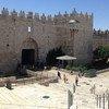 مشهد من باب العامود في مدينة القدس الشرقية، بعد أيام من التوتر في المدينة.